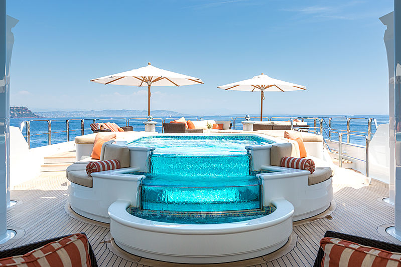 Lucky Lady yacht pool