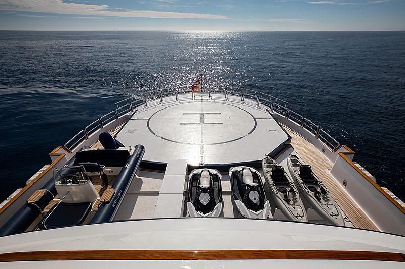 Leander G yacht helipad