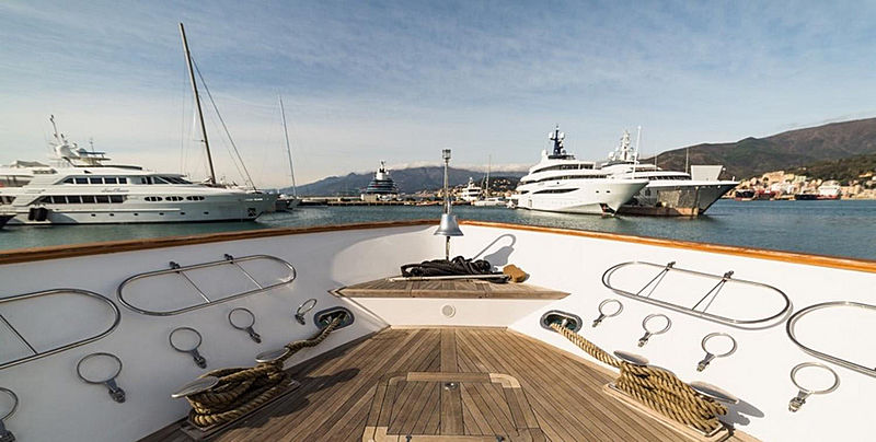 Zoo yacht foredeck