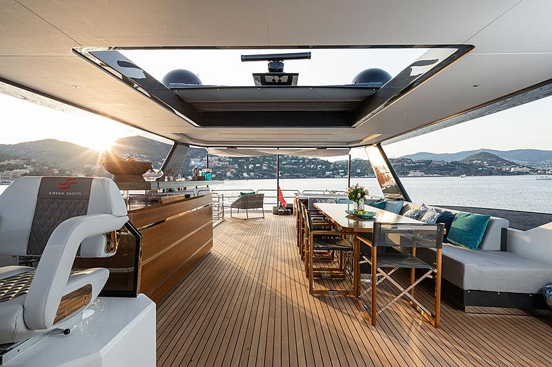 Sirena 88RPH/01 yacht deck