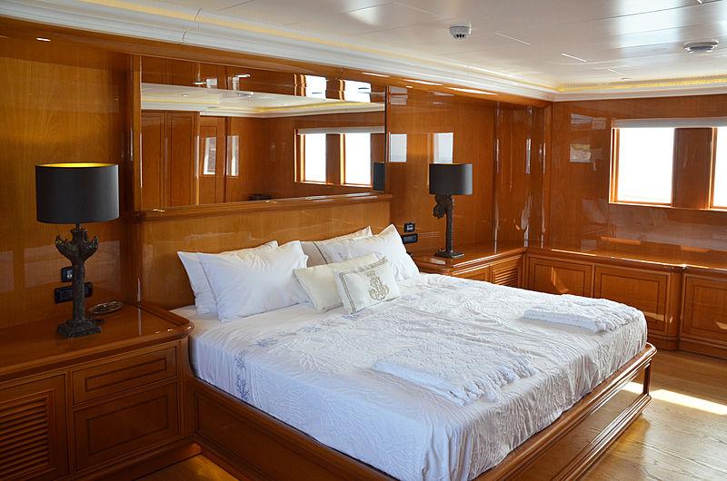 Olde Salt yacht stateroom