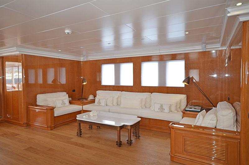 Olde Salt yacht saloon