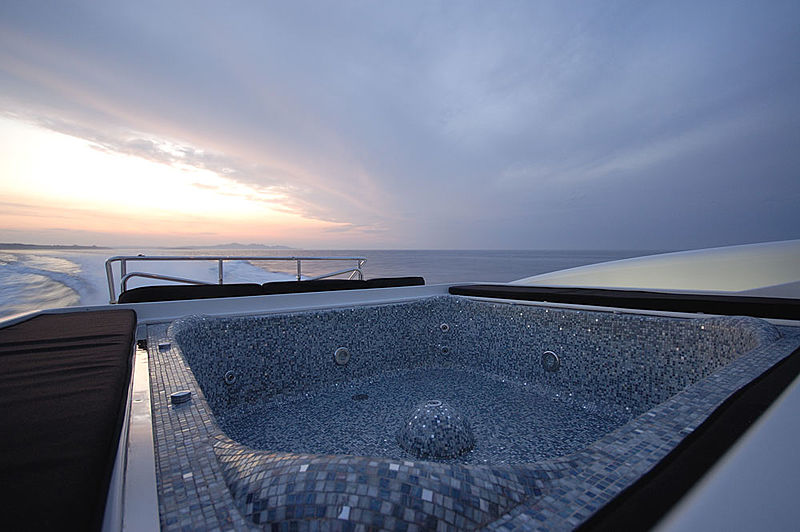 Ares yacht jacuzzi