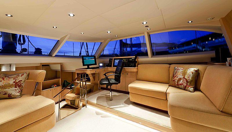Alcanara yacht saloon