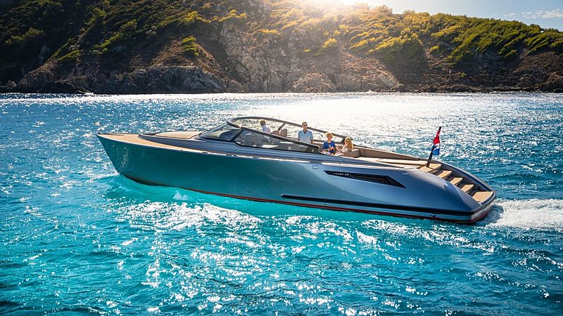 Wajer 55 tender cruising