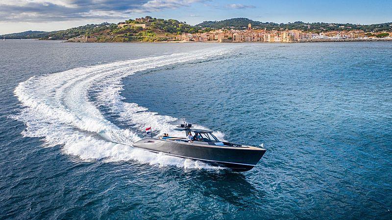 Wajer 55 S tender cruising