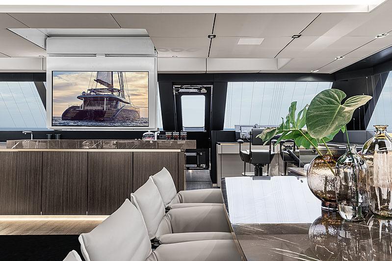 Otoctone 80 yacht saloon