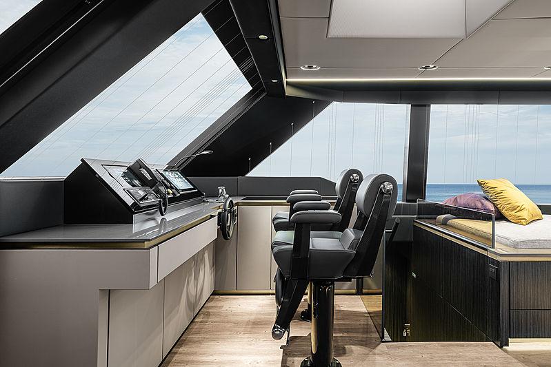 Otoctone 80 yacht wheelhouse