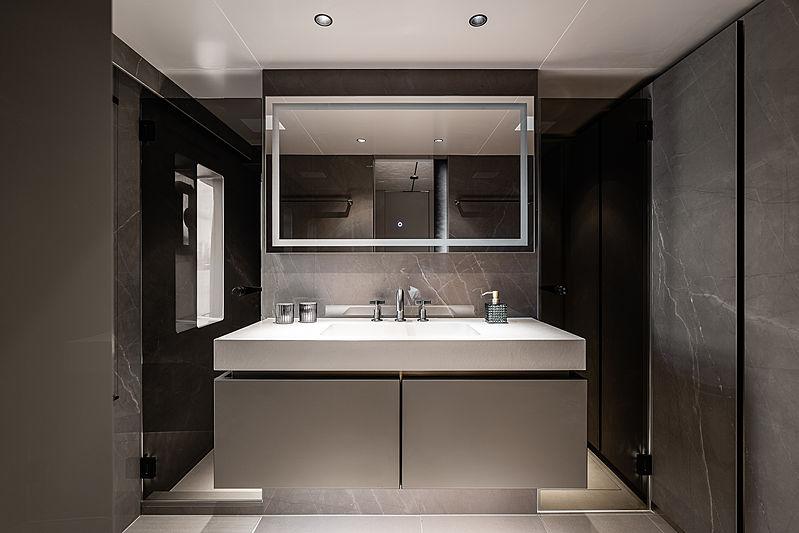 Otoctone 80 yacht bathroom