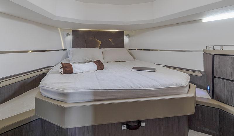Evo R6 yacht