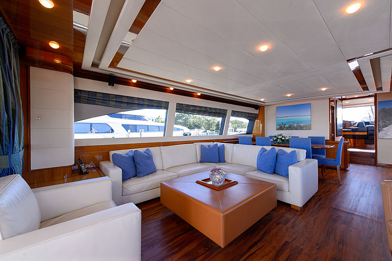 Dee Dee Lee yacht saloon
