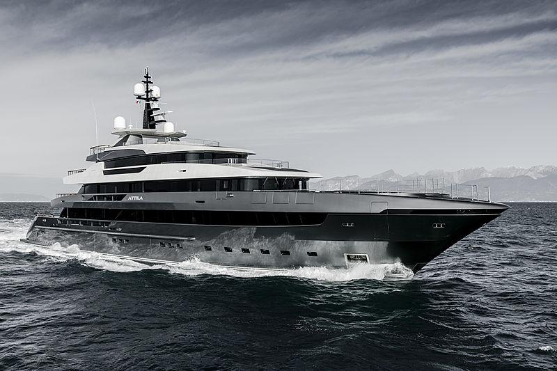 Un coup d'œil à l'intérieur du yacht Sanlorenzo Attila de 64 m