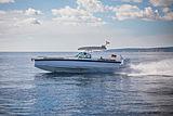 Axopar 28 T-Top tender exterior