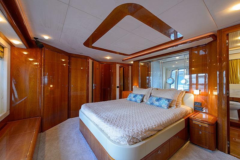 Dee Dee Lee yacht stateroom
