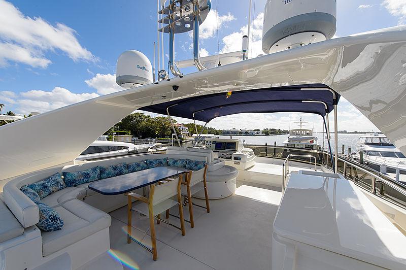 Dee Dee Lee yacht flybridge