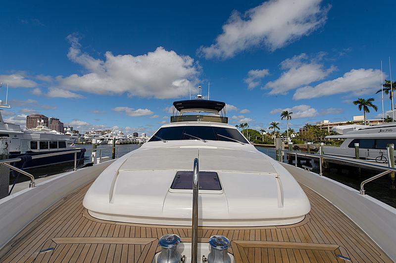 Dee Dee Lee yacht foredeck