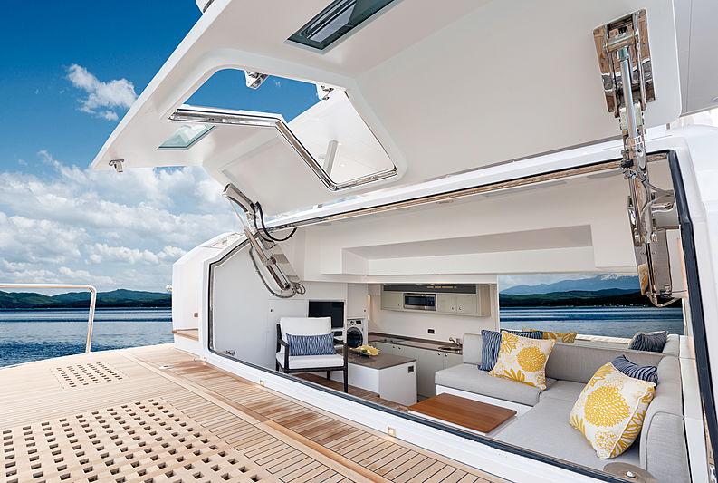 Horizon FD80/601 yacht deck