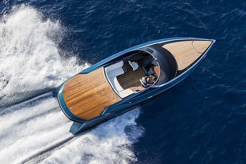 ASTON MARTIN AM37 tender Quintessence Yachts