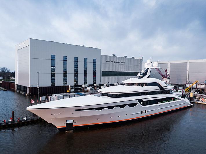 Soaring yacht in Lemwerder