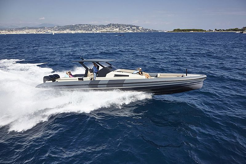 Chaser 500R tender exterior