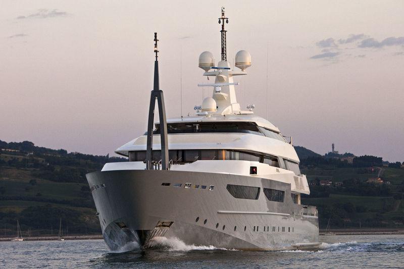 AZTECA yacht CRN