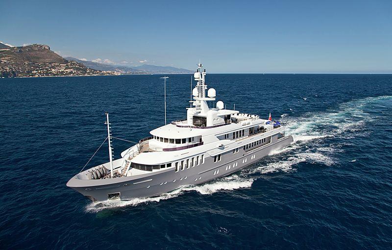 Bella 2 yacht running