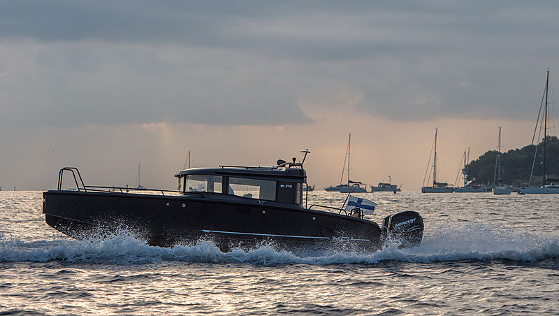 XO Boats 270 Cabin tender exterior