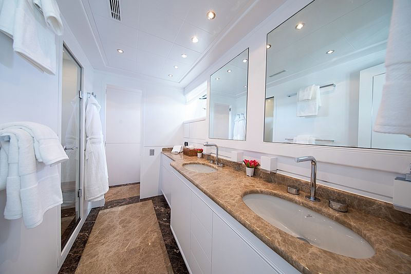 Yalla yacht bathroom