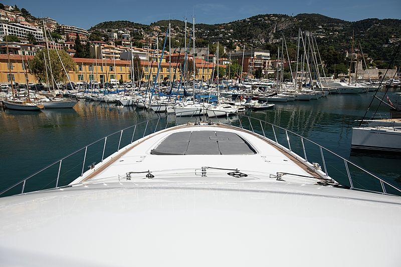 Yalla yacht foredeck