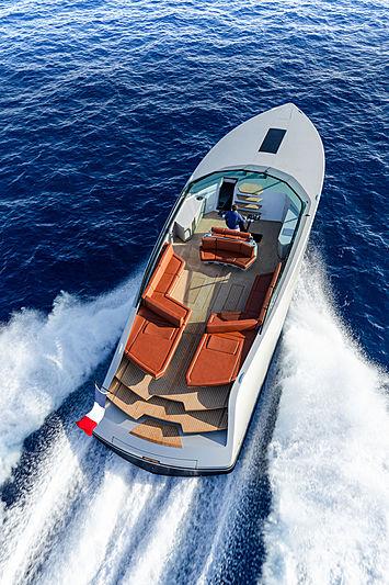 Waterdream California 62 tender exterior