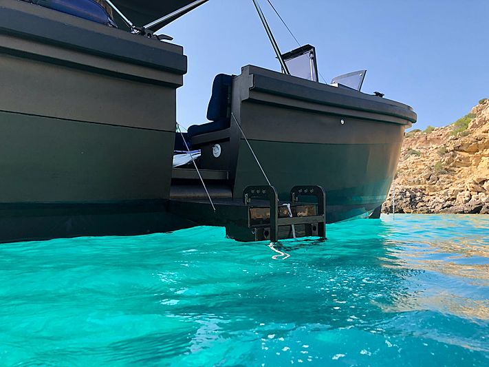Waterdream S-1100 tender exterior