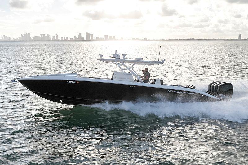 MIDNIGHT 39S CUDDY tender Midnight Express Power Boats