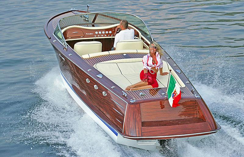 Comitti Venezia 25 tender exterior