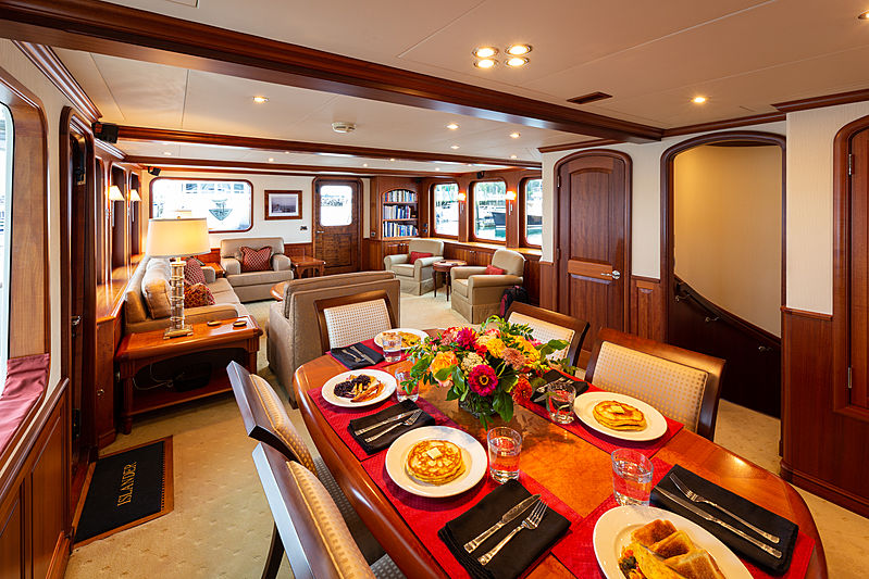 Islander yacht saloon