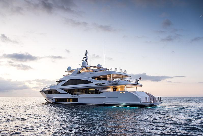 Majesty 140/03 yacht exterior