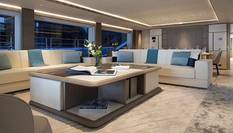 Majesty 140/03 yacht interior