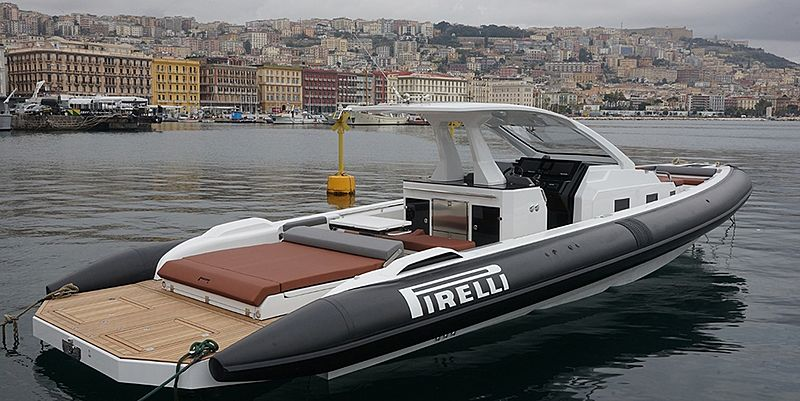 Pirelli 42 tender exterior