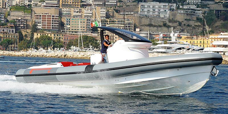 Pirelli 1100 tender exterior