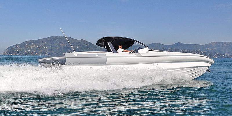 Pirelli 1400 tender exterior
