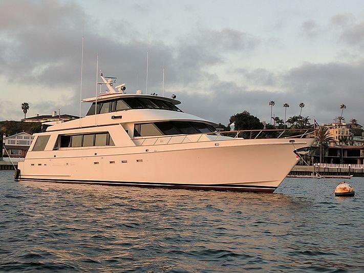 Dun Diggin yacht at anchor