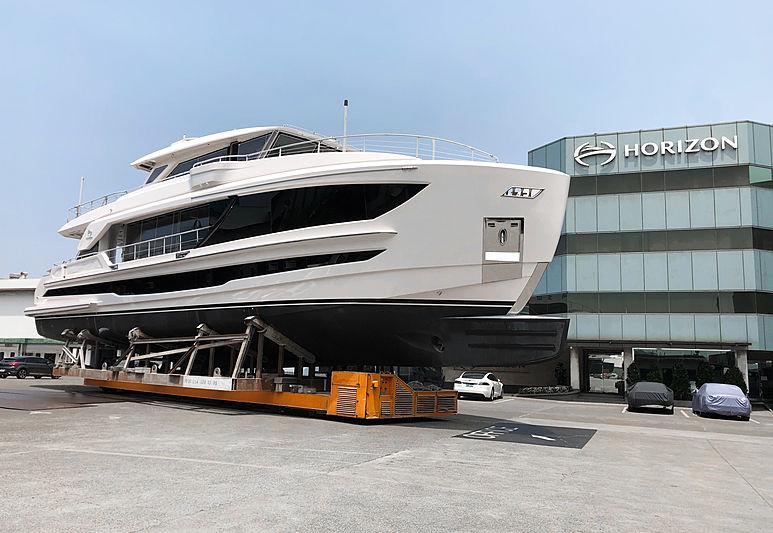 Horizon FD90 hull 14 yacht in Kaohsiung