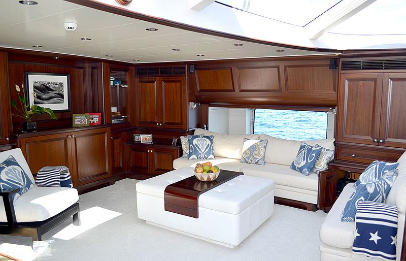 Koo yacht saloon