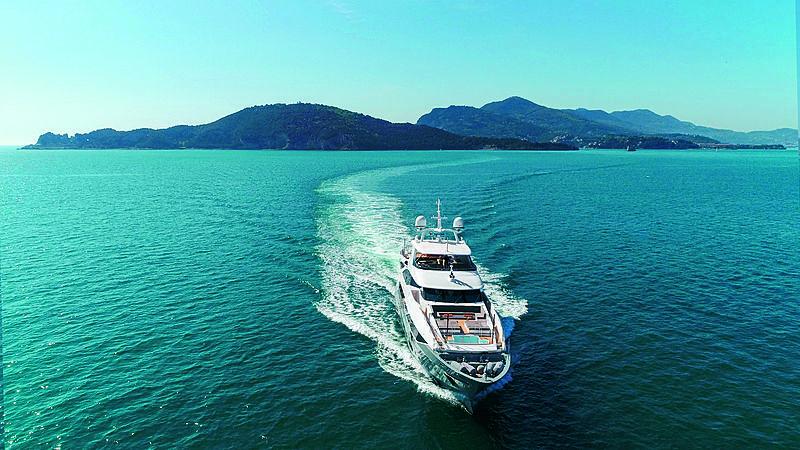 Lejos 3 yacht cruising