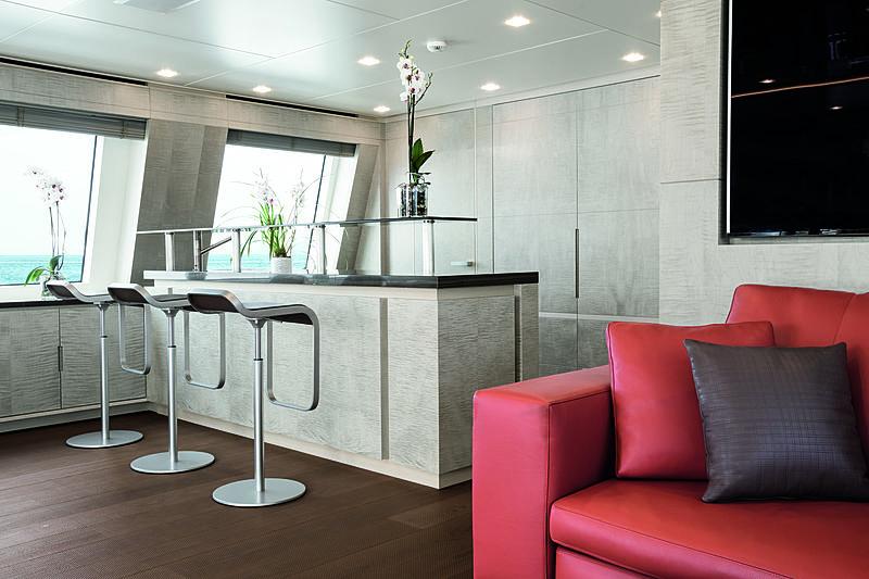 Lejos 3 yacht bar