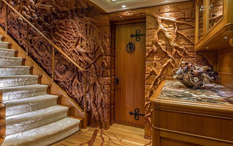 Sea Owl yacht guest lobby
