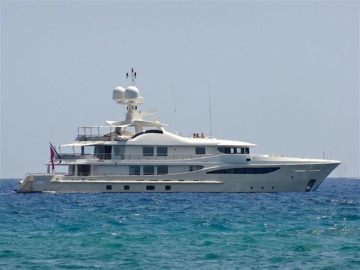 Addiction yacht off Pampelonne