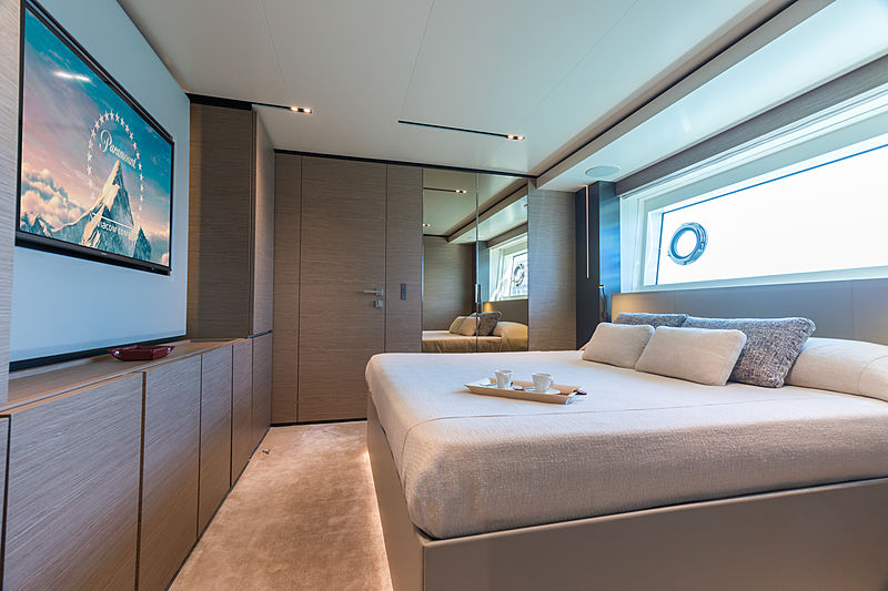 Mirabilis yacht stateroom