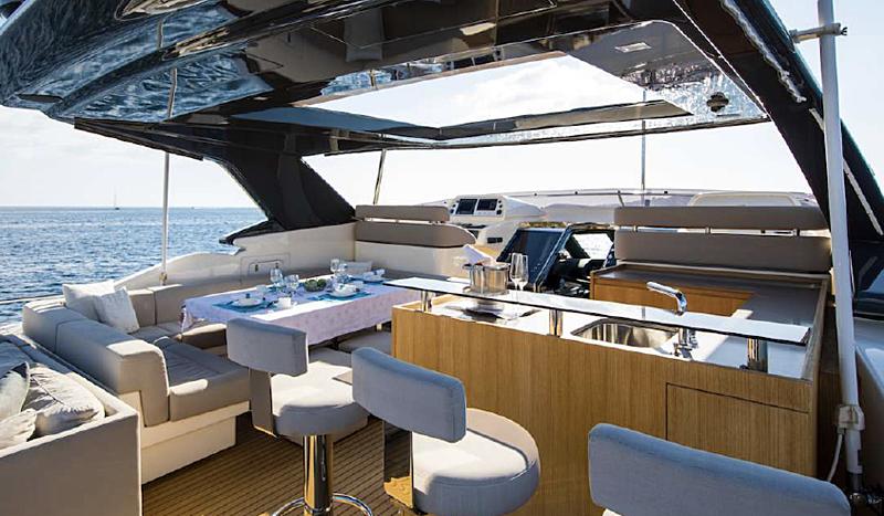 Campo Verde yacht sundeck