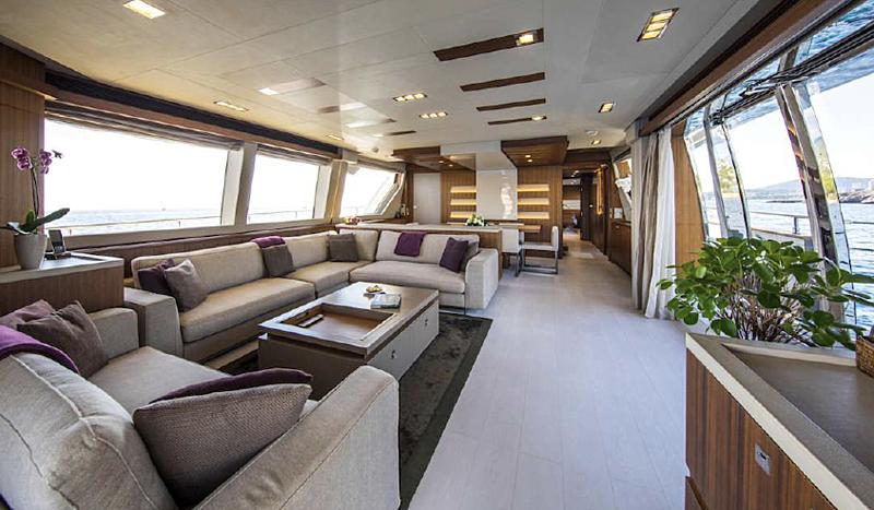 Campo Verde yacht saloon