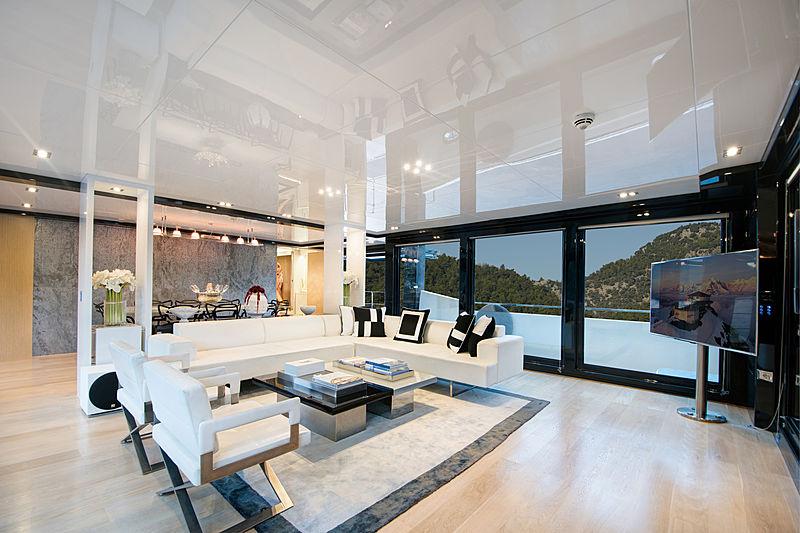 Sun yacht saloon